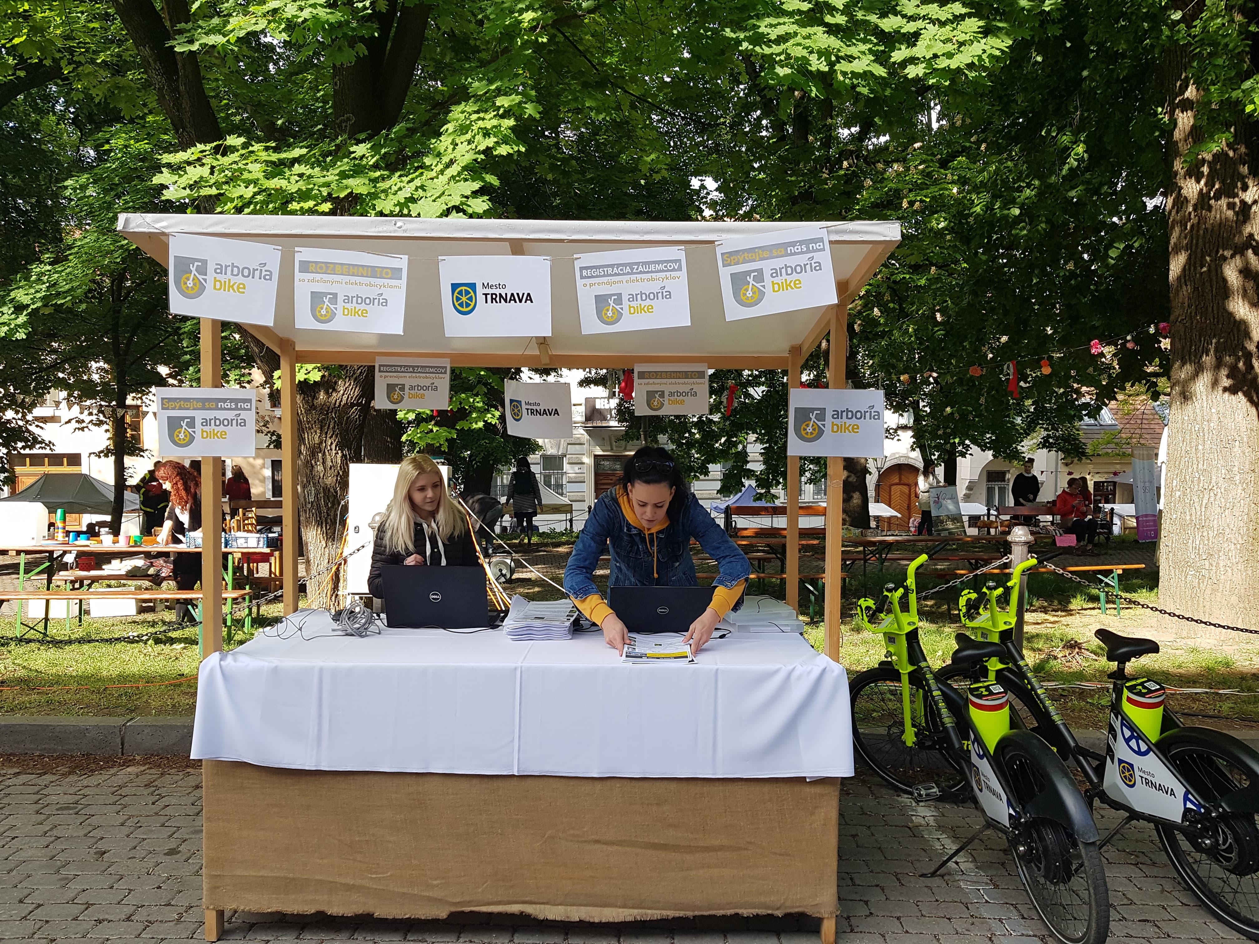 e00df448a Prvá registrácia mimo stien mestského úradu bola možná tento rok v máji na  Trnavskom rínku. Túto príležitosť využilo množstvo ľudí, veľký záujem  očakávame ...